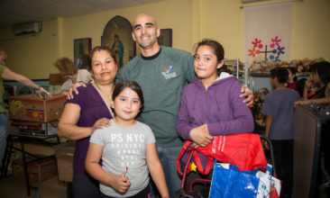 Low Income Family Pantry Service in Los Angeles CA
